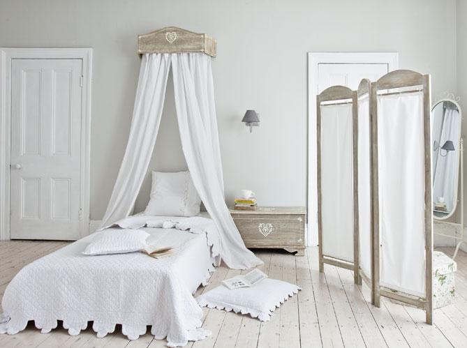 des ciels de lit et lits baldaquin pour r ver elle d coration. Black Bedroom Furniture Sets. Home Design Ideas