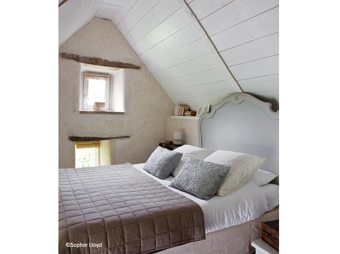 Petite chambre nos 25 id es d co elle d coration for Peinture combles