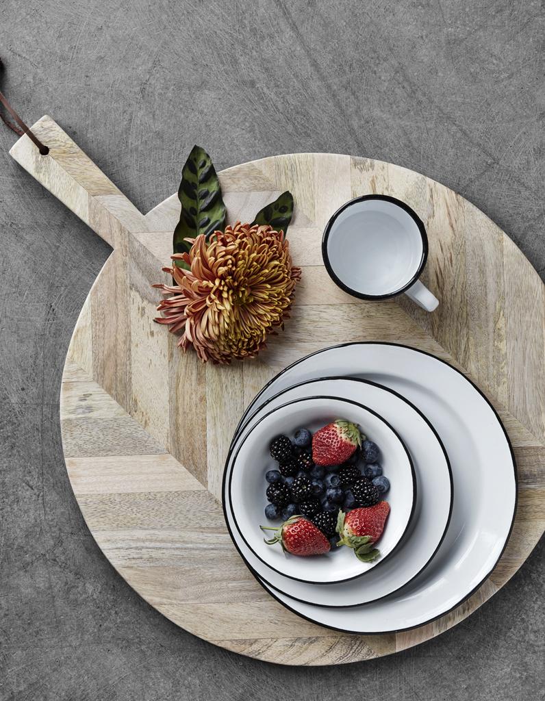 Des assiettes pas ch res pour une vaisselle facilement for Decoration a l assiette