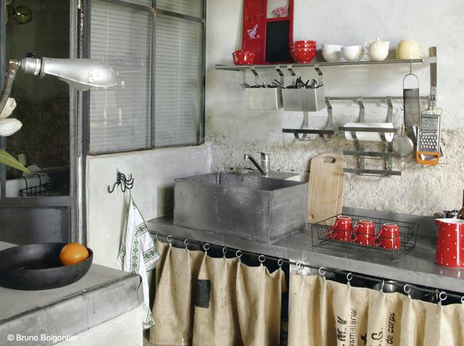 Cuisine campagne d couvrez toutes nos inspirations for Meuble cuisine sans porte