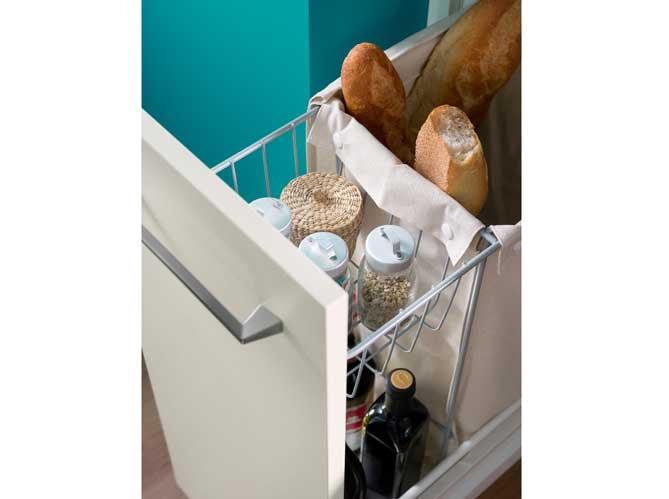 Des placards pratiques pour la cuisine elle d coration - Sac a pain pour meuble de cuisine ...