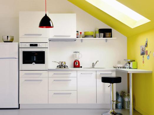 Une cuisine r invent e vive la couleur elle d coration for Cuisine mur jaune