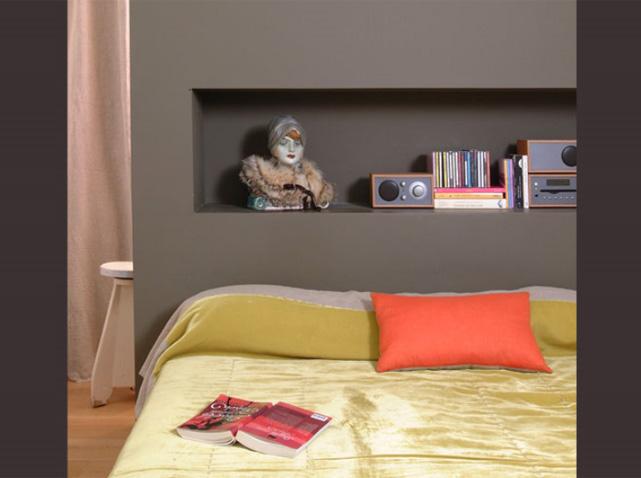 Des chambres id ales pour des petites surfaces elle d coration - Tete de lit avec niche ...