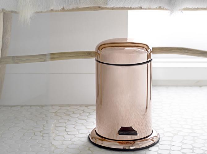 D corer ses toilettes sans faire ringard ni kitsch elle - Poubelles de salle de bain originales ...