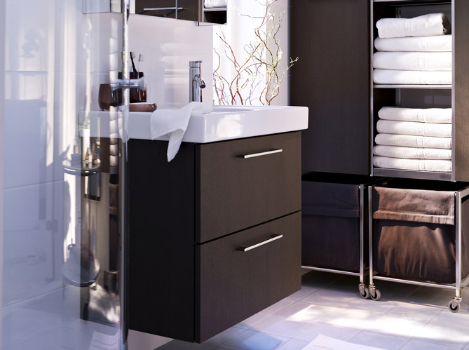 40 meubles pour une petite salle de bains elle d coration for Meuble salle de bain petite surface
