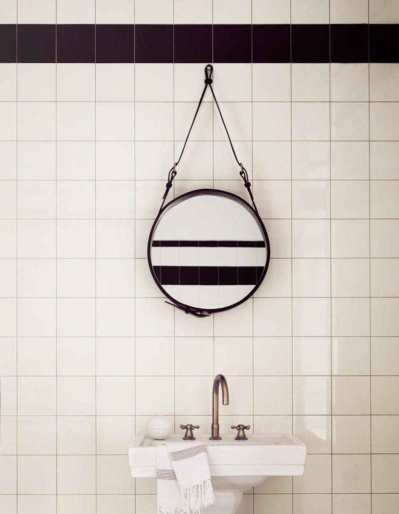 Voici les plus jolis miroirs de salle de bains elle for Deshumidificateur salle de bain