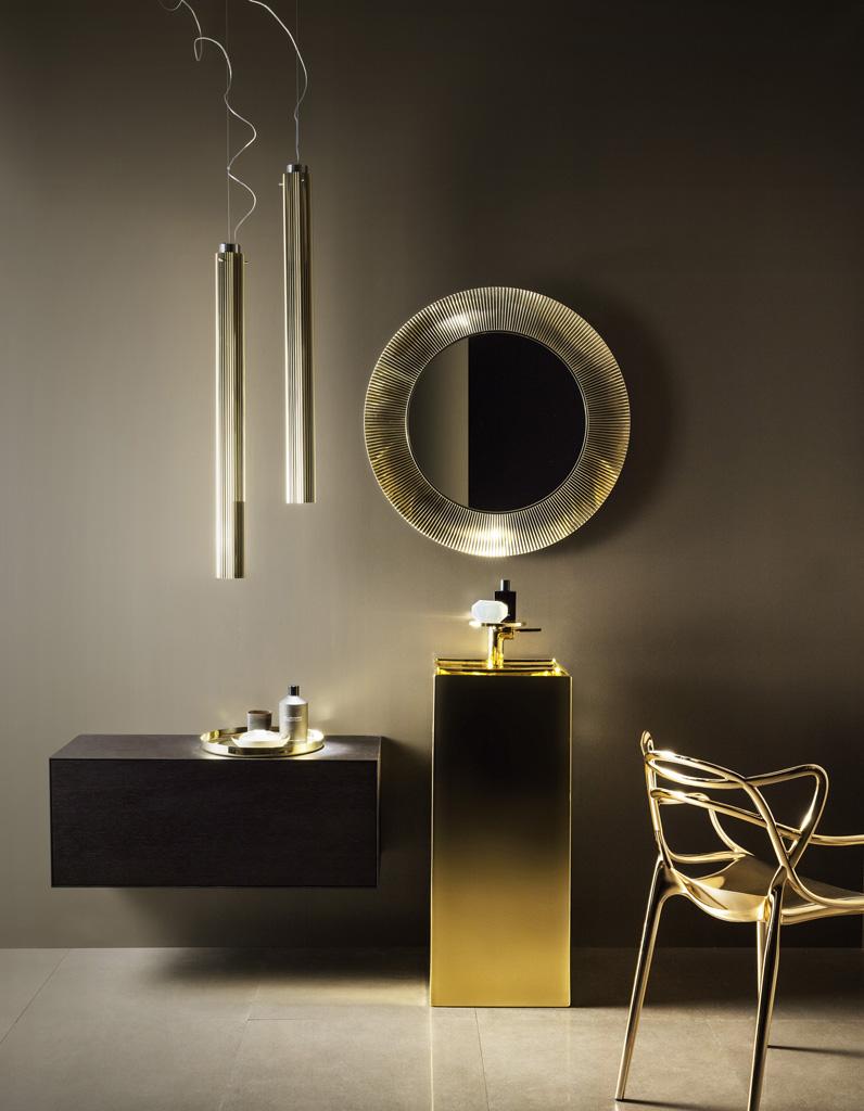 Voici les plus jolis miroirs de salle de bains elle for Miroir 3 volets salle de bain