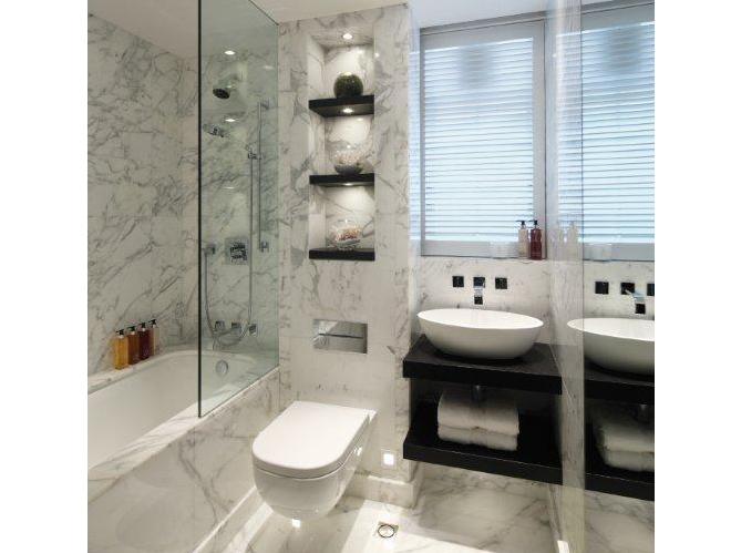 La salle de bains s 39 habille en noir et blanc elle d coration - Meuble salle de bain noir et blanc ...