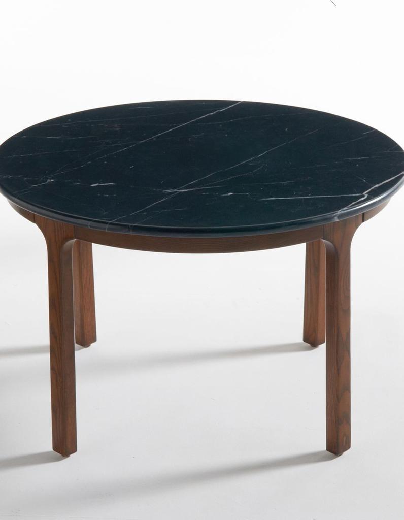 une table basse en bois pour une touche chaleureuse au salon elle d coration. Black Bedroom Furniture Sets. Home Design Ideas