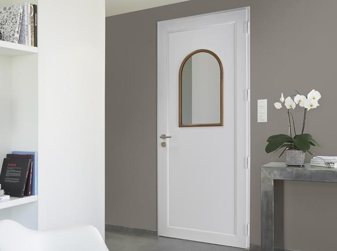 Des portes d 39 entr e sympas elle d coration for Miroir accroche porte