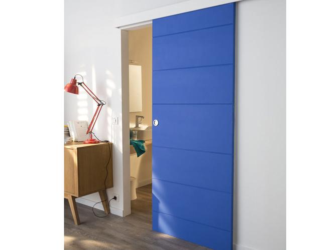 Les portes coulissantes jouent les cloisons avec succ s for Porte suspendue castorama
