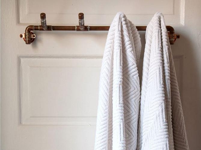 Les tuyaux deviennent carr ment d co elle d coration - Porte serviette original ...
