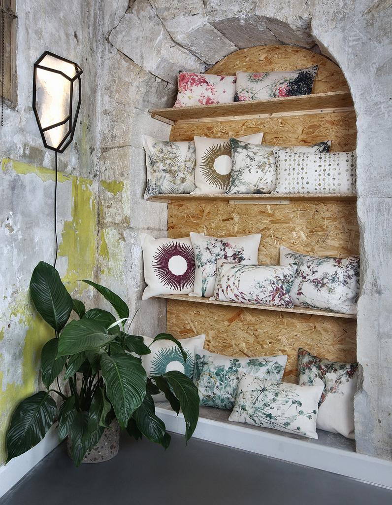 le coussin d co l accessoire indispensable elle d coration. Black Bedroom Furniture Sets. Home Design Ideas