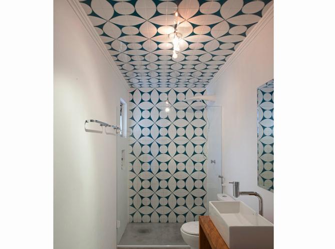 10 id es pour d corer son plafond elle d coration - Peinture plafond salle de bain ...