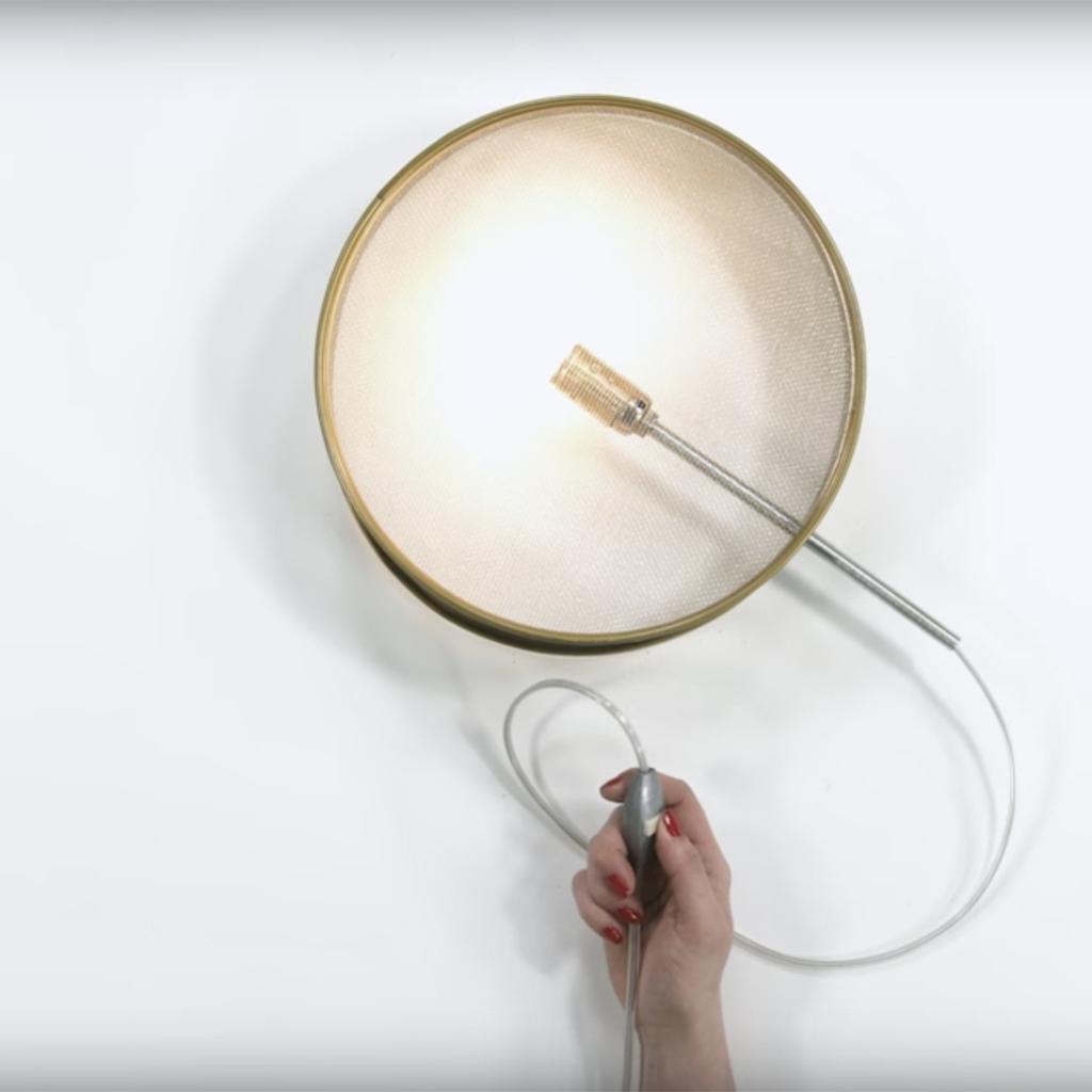 comment fabriquer une lampe avec un tamis elle d coration. Black Bedroom Furniture Sets. Home Design Ideas