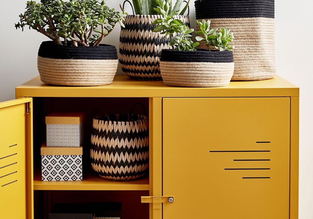 voici notre s lection des plus jolies commodes vintage elle d coration. Black Bedroom Furniture Sets. Home Design Ideas