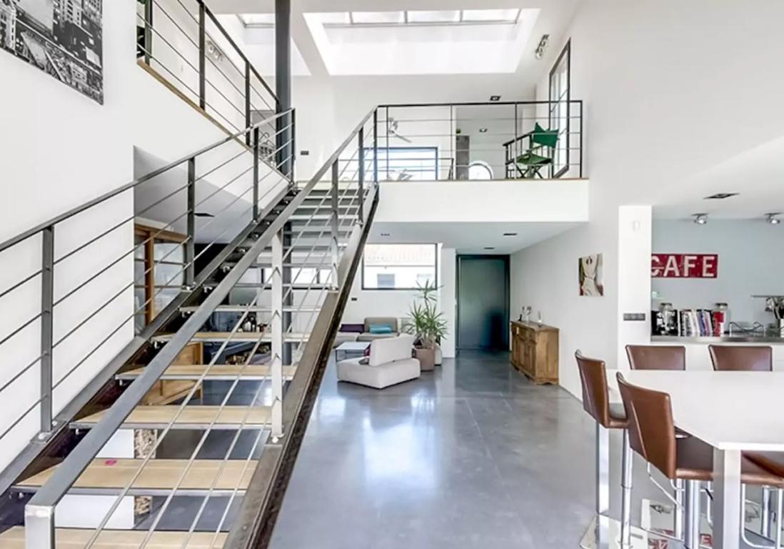 Airbnb bordeaux 30 villas lofts et appartements de r ve for Hangar transforme en loft