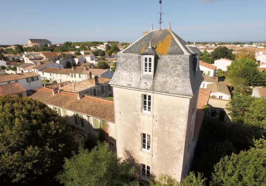 Airbnb le de r 25 villas lofts et appartements de for Appartement atypique var
