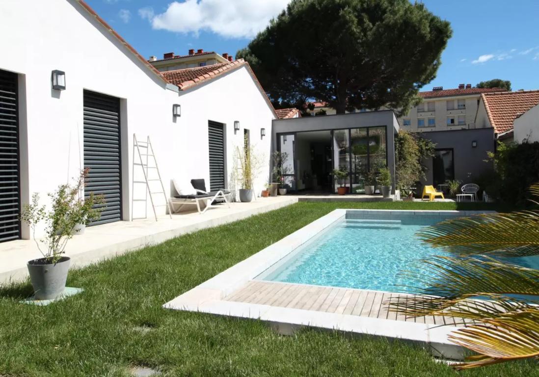 Airbnb montpellier 25 appartements maisons et villas de for Piscine montpellier