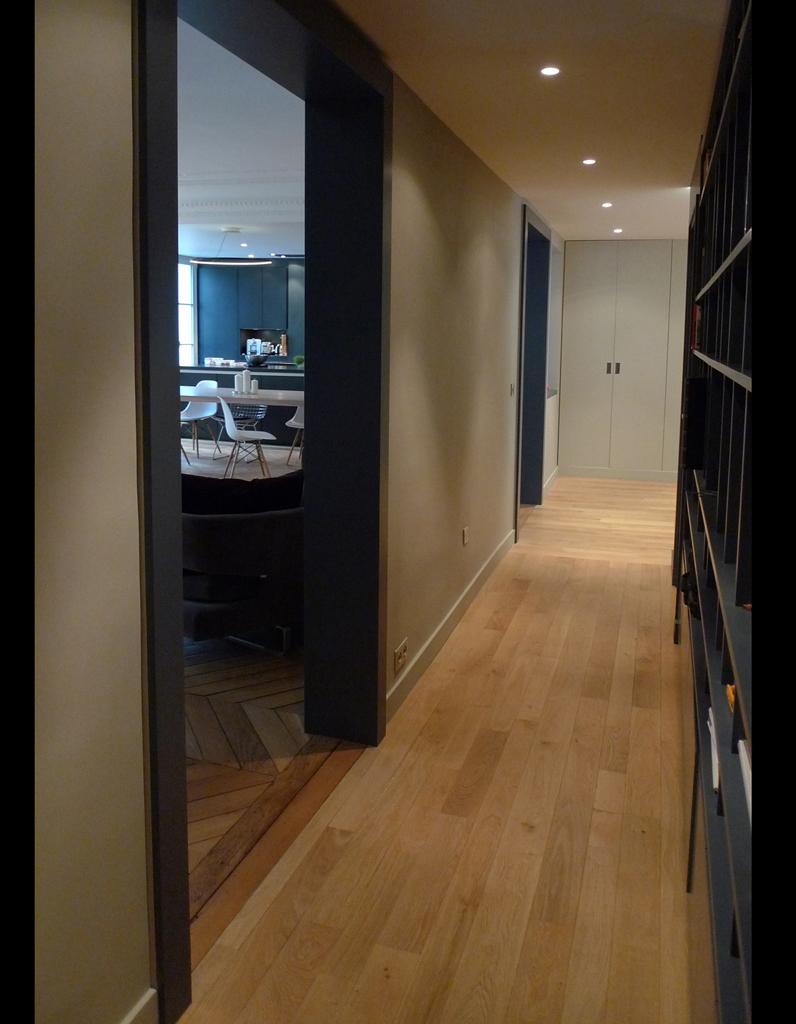 11 astuces de pro pour adapter l ancien un mode de vie - Salle de bain dans un couloir ...