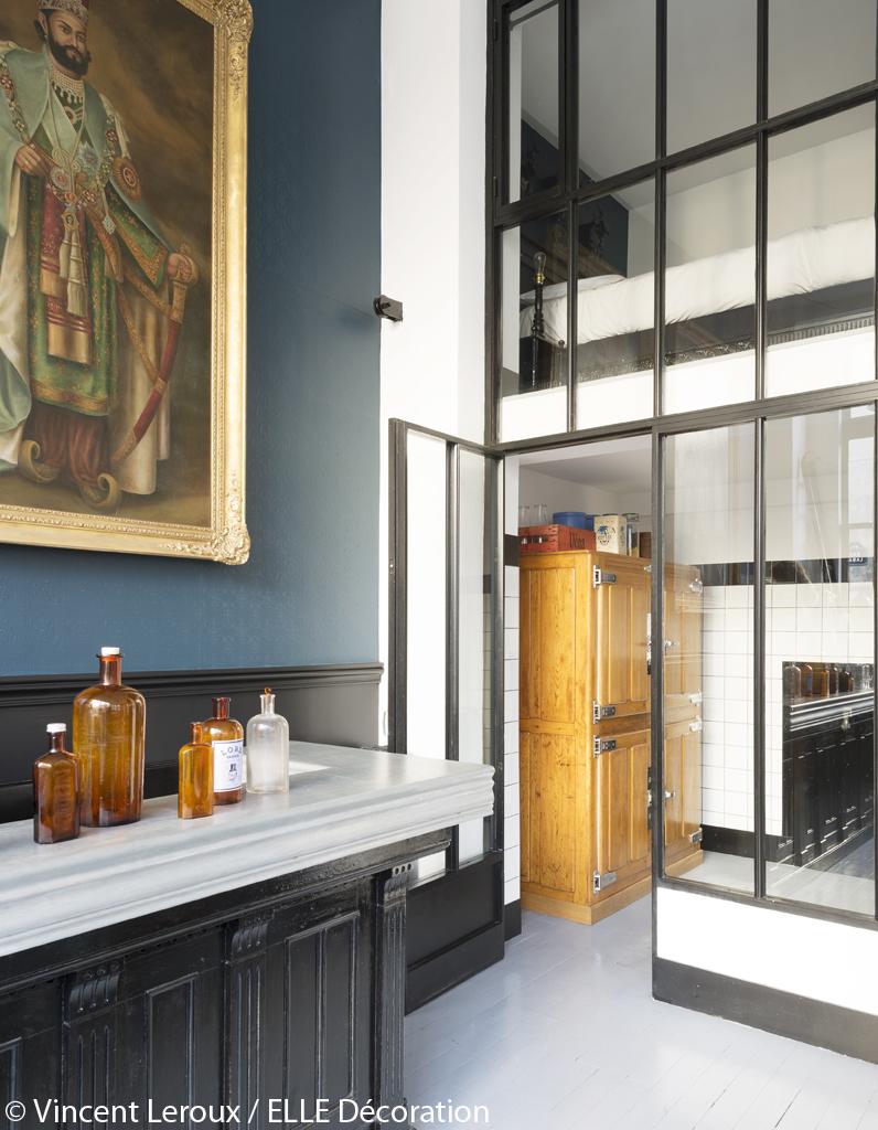 d co originale dans le loft parisien d 39 herv lopez le loft le plus kitsch de paris elle. Black Bedroom Furniture Sets. Home Design Ideas