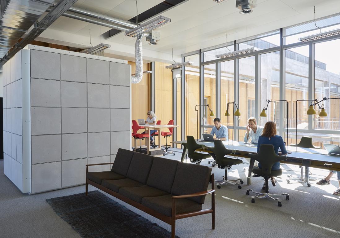 les bureaux surprenants de l 39 agence de pub betc elle d coration. Black Bedroom Furniture Sets. Home Design Ideas