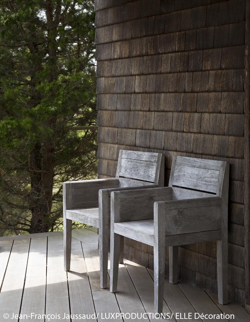 Maison de campagne long island avec meubles design for Maison design meuble