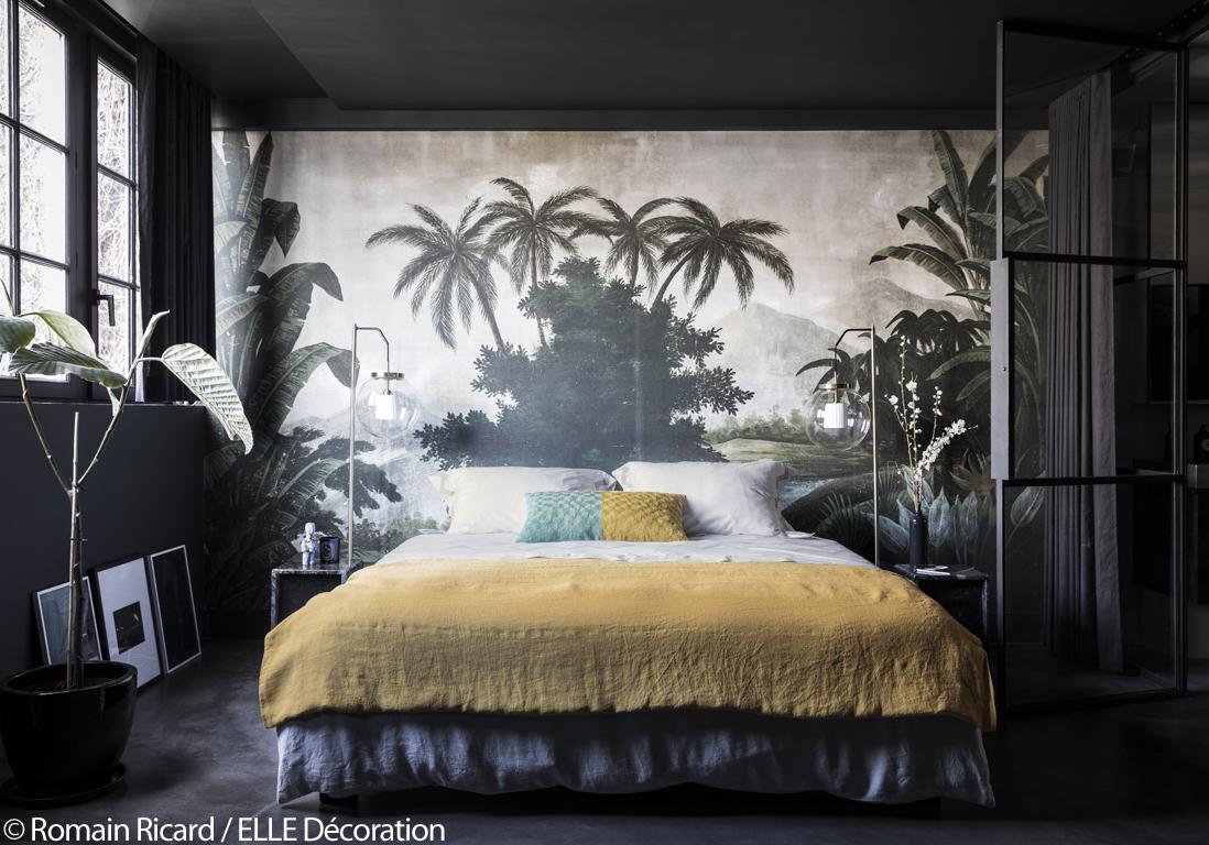 Paris visitez cet incroyable appartement noir sous les toits d 39 un ancie - Deco chambre exotique ...