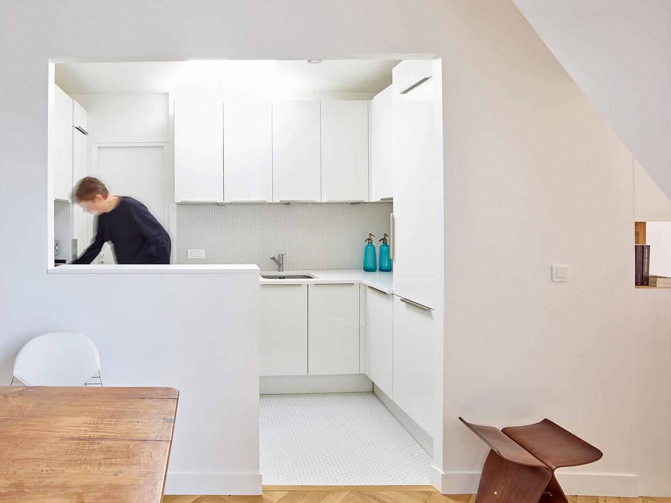 Un appartement insolite sous les toits de Paris - Elle Décoration