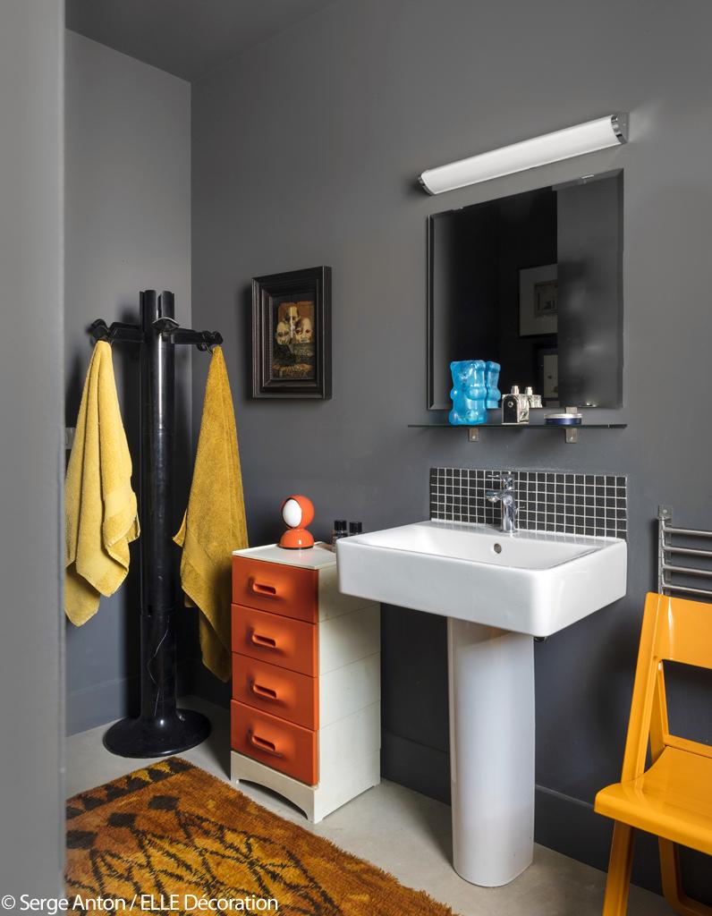 un ancien entrep t au total look gris elle d coration. Black Bedroom Furniture Sets. Home Design Ideas