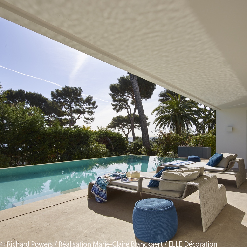 villa design antibes visite priv e d 39 une superbe villa. Black Bedroom Furniture Sets. Home Design Ideas