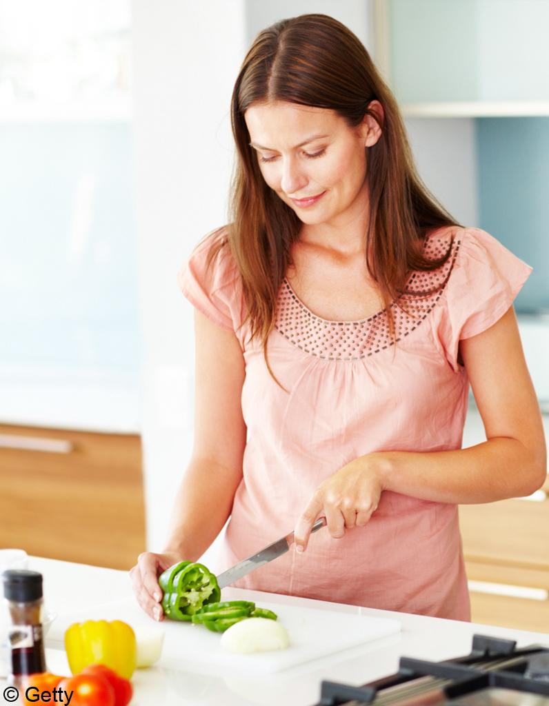 Des ustensiles de cuisine pour c libataire elle d coration for Ustensile de cuisine pour gaucher