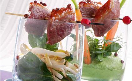 Brochettes de magret de canard laqu au miel et soja pour 4 personnes recettes elle table - Cuisson magret canard au four ...