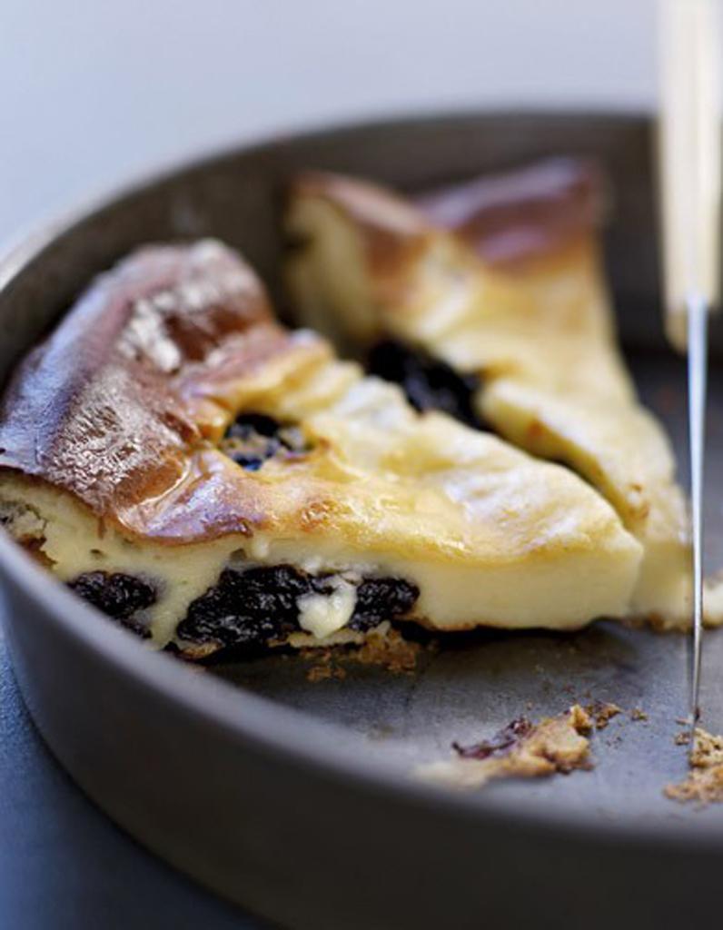 far breton aux pruneaux 50 desserts express elle table. Black Bedroom Furniture Sets. Home Design Ideas