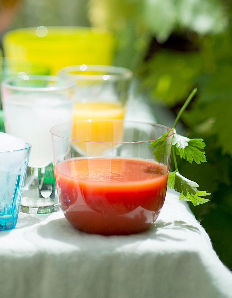 soupe glac e tomate piment buffet d 39 t 16 recettes faciles elle table. Black Bedroom Furniture Sets. Home Design Ideas