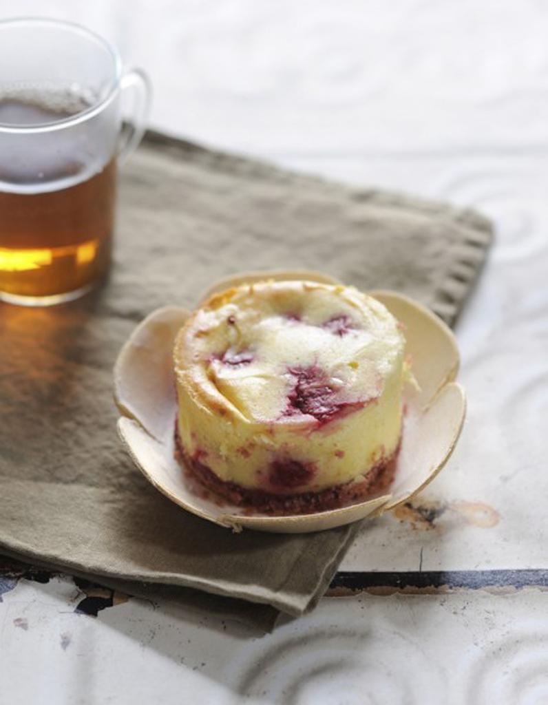 cheesecake aux framboises du soleil dans nos desserts elle table. Black Bedroom Furniture Sets. Home Design Ideas