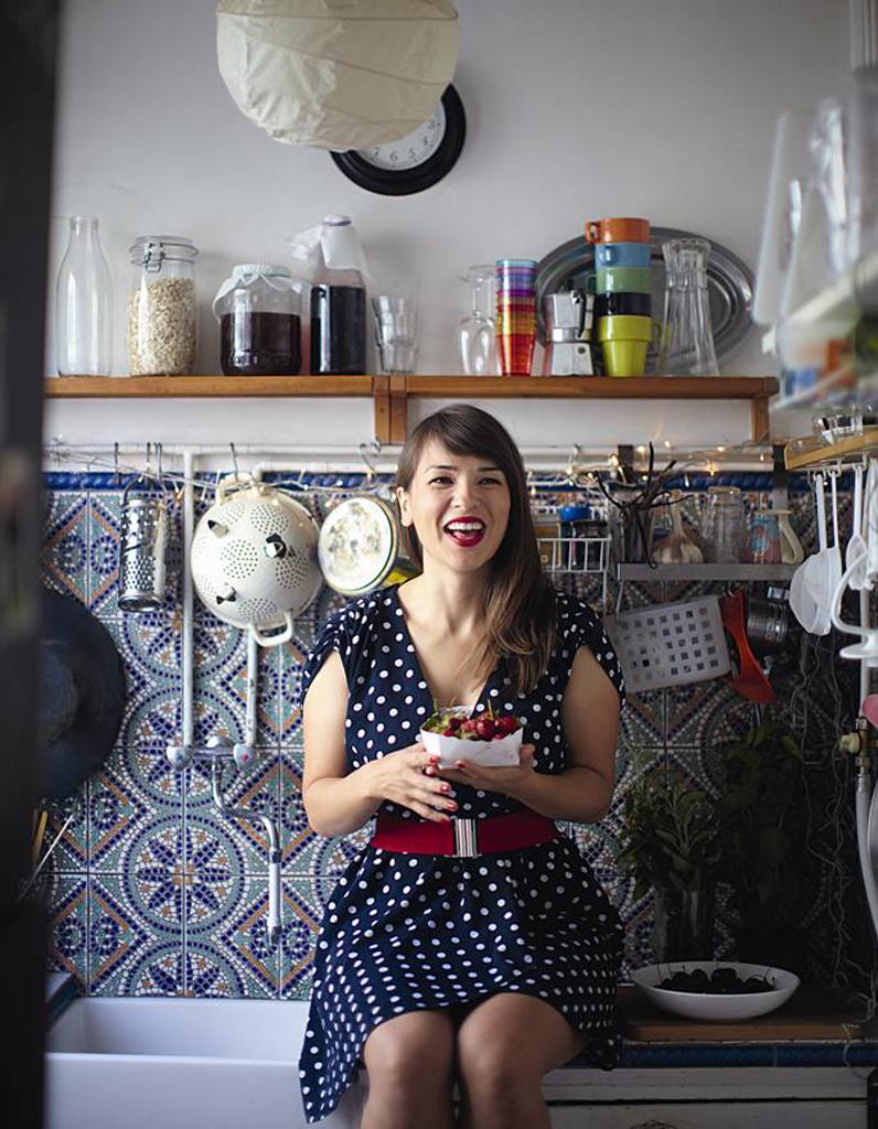 equiper une micro cuisine en 10 ustensiles elle table. Black Bedroom Furniture Sets. Home Design Ideas
