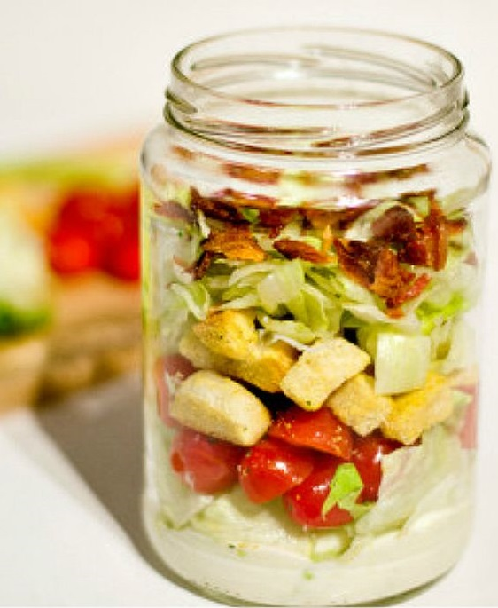 Salade blt en bocal saladinajar le bon r flexe pour une alimentation saine elle table - Salade en bocal ...