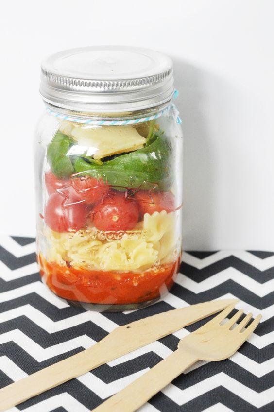 Salade de p tes en bocal saladinajar le bon r flexe pour une alimentation saine elle table - Salade en bocal ...