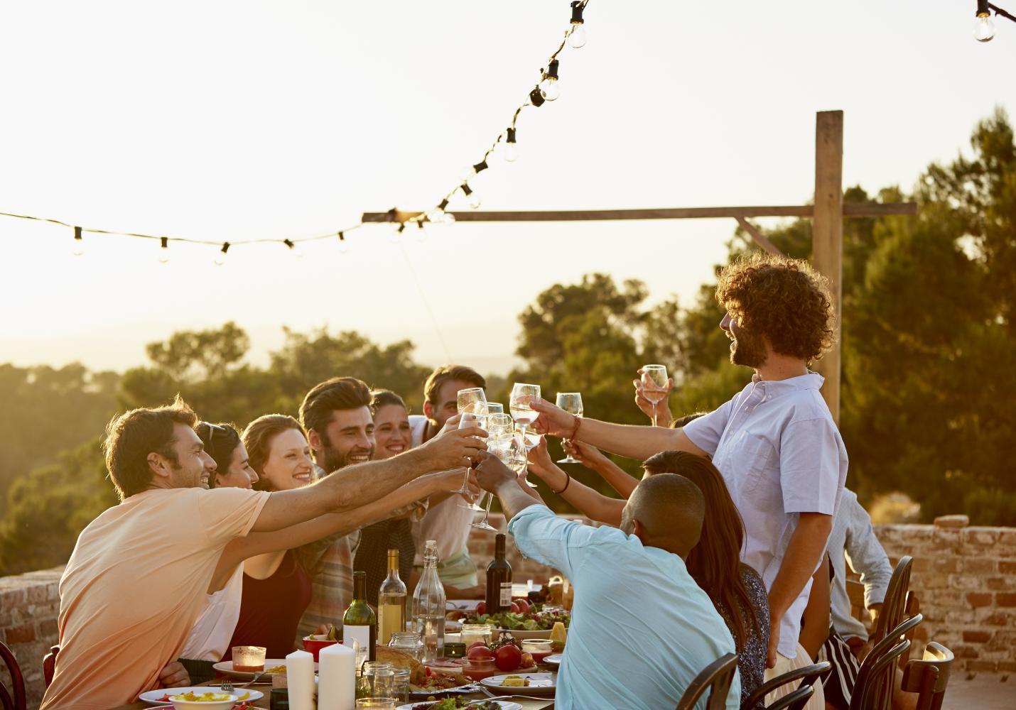 8 bonnes mani res de passer table dans le monde elle for Les bonnes manieres a table en france