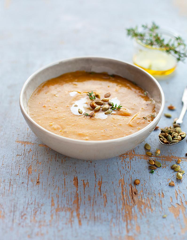 soupes gourmandes 30 soupes gourmandes pour l hiver elle table. Black Bedroom Furniture Sets. Home Design Ideas