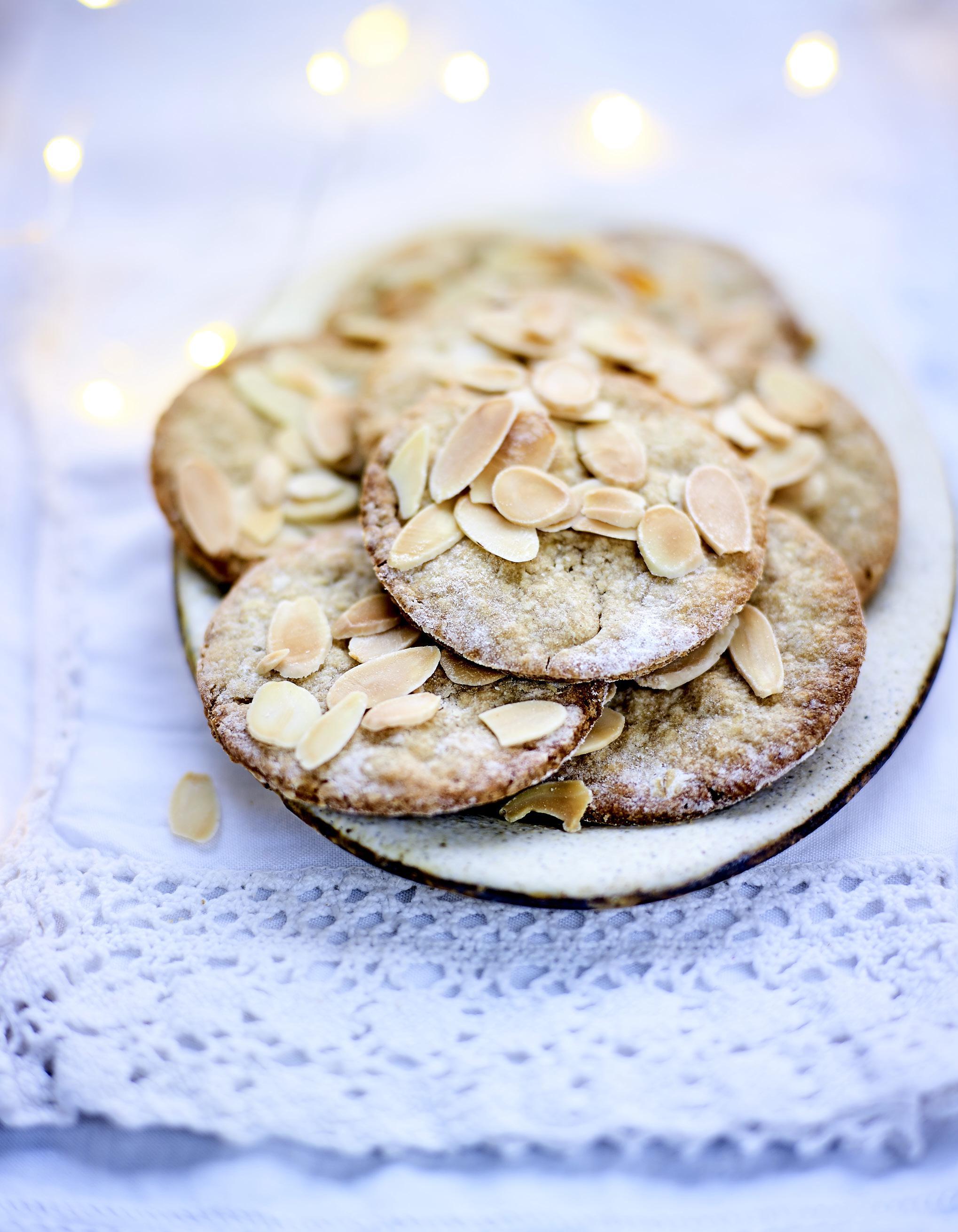 biscuits aux amandes flocons d avoine et farine de lin pour 8 personnes recettes elle. Black Bedroom Furniture Sets. Home Design Ideas