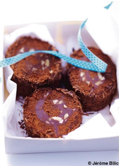 B che marron chocolat pour 6 personnes recettes elle table for Buche de noel chocolat marron