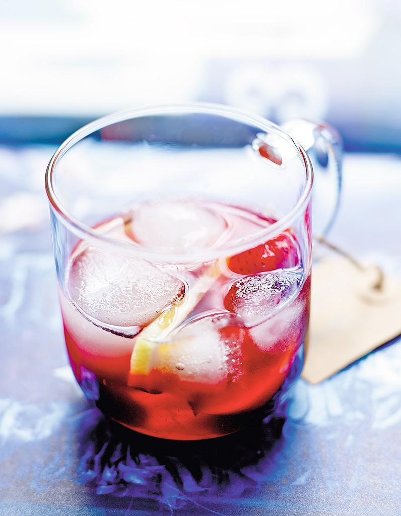 cocktail hibiscus et fruits d 39 t comme une sangria pour 4 personnes recettes elle table. Black Bedroom Furniture Sets. Home Design Ideas
