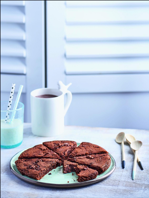 Cookie fondant aux deux chocolats sans four pour 4 - Cuisine sans four etudiant ...