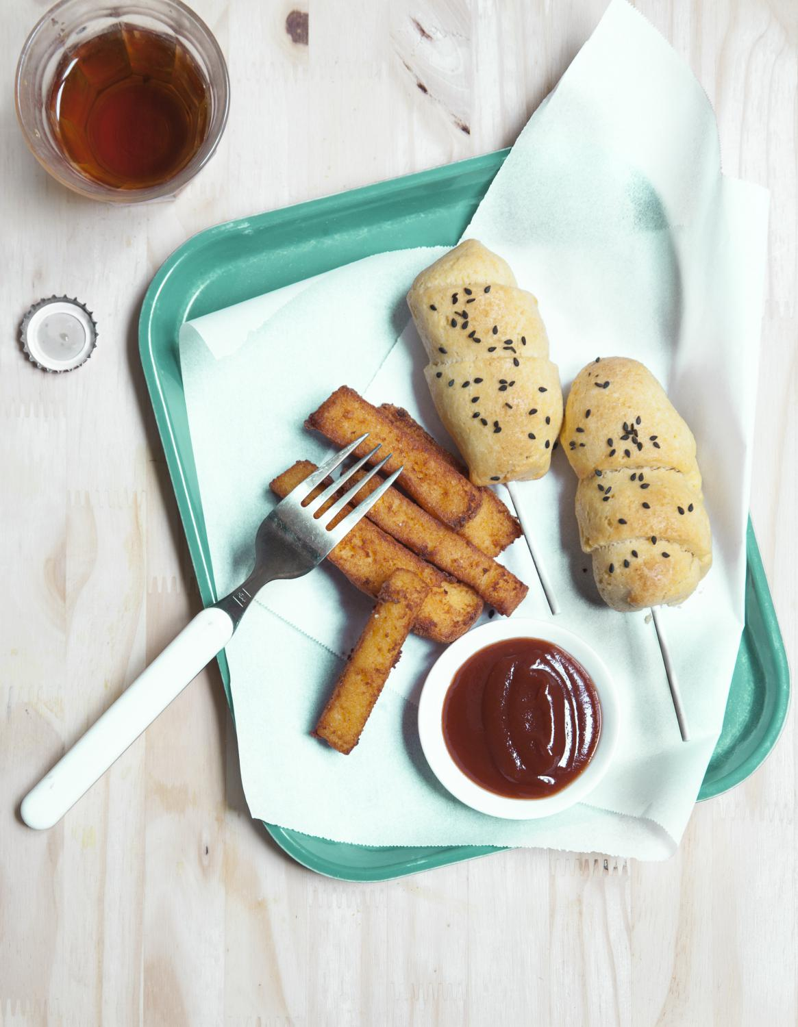 corn dogs et frites de polenta pour 4 personnes recettes elle table. Black Bedroom Furniture Sets. Home Design Ideas