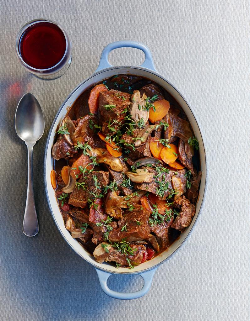 estouffade de boeuf carottes et c pes secs pour 6 personnes recettes elle table. Black Bedroom Furniture Sets. Home Design Ideas