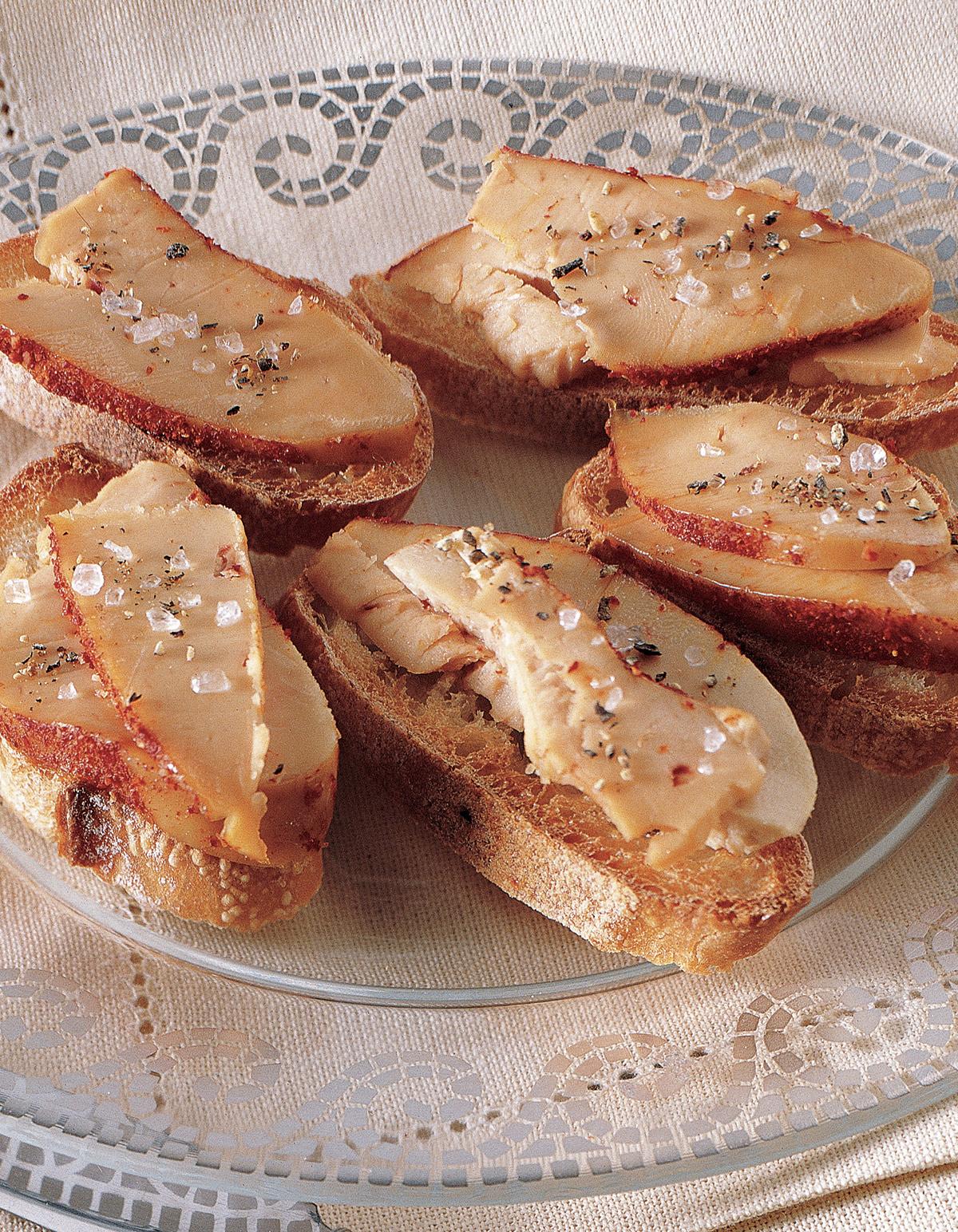 foie gras cru au sel et au piment d 39 espelette pour 6. Black Bedroom Furniture Sets. Home Design Ideas
