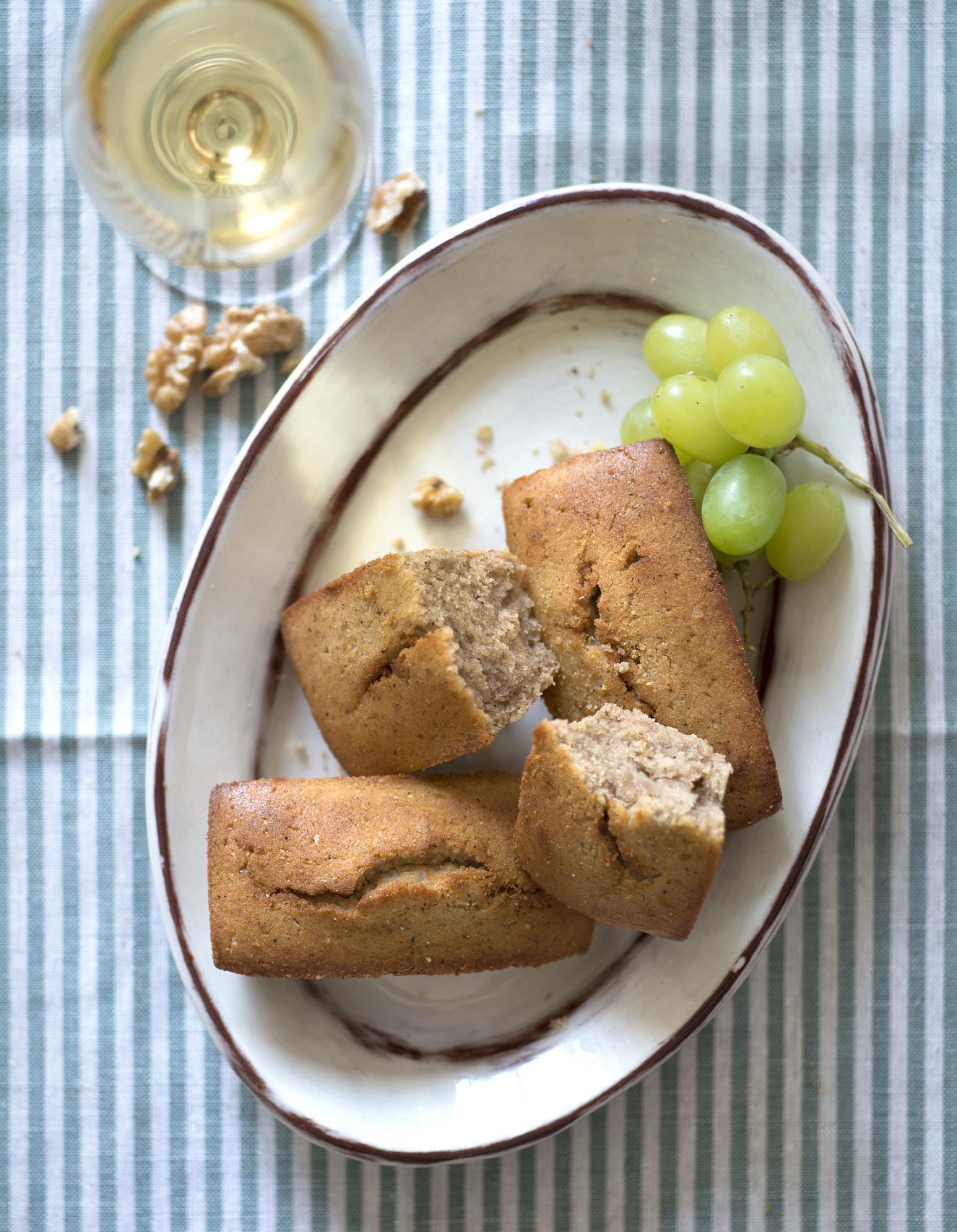 G teaux moelleux aux noix pour 8 personnes recettes elle table - Site de recettes cuisine ...