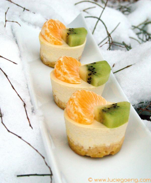 mini cheesecakes aux fruits de saison pour 6 personnes recettes elle table. Black Bedroom Furniture Sets. Home Design Ideas